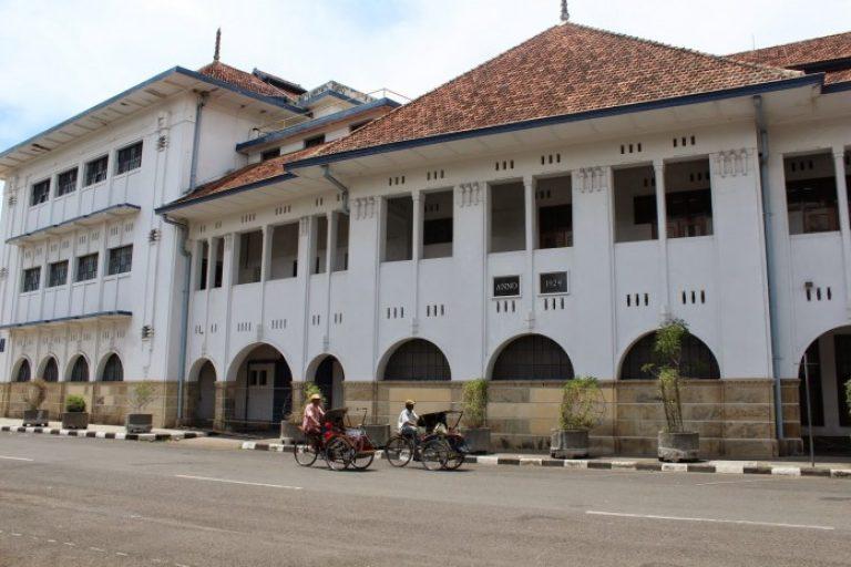 Wisata Malam Gedung BAT Cirebon - Cirebon Internet
